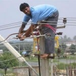 Only Happen in India, Funny Lineman in India
